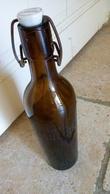 BIERE LA GAULOISE - Vieille Bouteille En Verre épais Brun 1kg - Gravé BIERE LA GAULOISE - Bouchon Porcelaine Estampillé - Cerveza