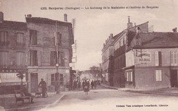 24 /  BERGERAC / LE FAUBOURG DE LA MADELEINE ET L ARRIVEE DE BERGERAC / PHARMACIE DELRIAL / PAS COURANTE - Bergerac