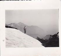 Foto Junger Mann Auf Ristfeuchthorn Im Schnee Mit Nacktem Oberkörper - Hochstaufen - 1940 - 5,5*5,5cm (35546) - Orte