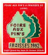 SUPER PIN'S ASSOCIATION COLLECTIONNEURS : FOIRE AUX PIN'S Dans La Ville De FRAISSES (42) En 1992, Format 2X2cm - Associations