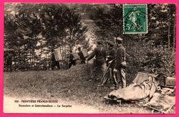 Frontière Franco Suisse - Douaniers Et Contrebandiers - La Surprise - Lit - Militaire - Animée - Edit. L. MICHAUX - 1909 - Polizei - Gendarmerie