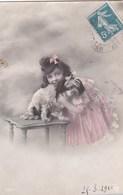 CPA  Colorisée Une Jolie FILLETTE Et Son Petit CHIEN élégant Posent Pour La PHOTO Timbre 1910 - Chiens