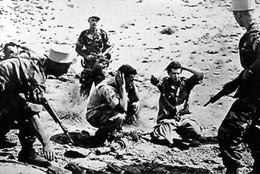 Guerre D'Algérie - La Légion étrangère Fait Des Prisonniers Algériens - Otros
