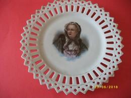 Trés Belle Assiette En Porcelaine De SAXE Dentelée Diamètre 18cms TTBE - Other