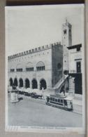 MONDOSORPRESA, RIMINI PARTICOLARE DEL PALAZZO MUNICIPALE, ANIMATA TRAM E CARRI VIAGGIATA 1933 - Rimini