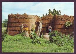 Haute-Volta - Burkina-Faso - Gaoua - Case Fortin En Banco à Toit Terrasse,dont La Porte Est La Seule Ouverture - Burkina Faso