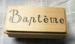 TAMPON ENCREUR BOIS BAPTEME NEUF   TBE 6 X 3 CM ENVIRON - Scrapbooking