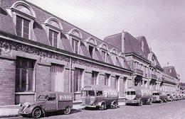 Citroen 2CV Fourgonnette Et Renault Goelette - Vehicules Publicitaire  'BYRRH' Pour Tour De France 1953   -  15x10 PHOTO - Camions & Poids Lourds