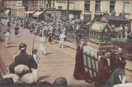 Brugge - Bruges - Processie Van Het H Bloed - Reliquien Der Heilige Walburgs - Gendarme Casqué Avec Fusil Et Baïonnette - Brugge