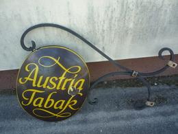 Austria-Tabak Emailschild Gewoelbt Mit Auslieger - Reclameplaten
