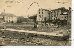 CPA. D43.  SENEUJOLS. La Grand' Place . Episerie Mercerie . M. B. LE PUY. Le Velay Illustre - Andere Gemeenten