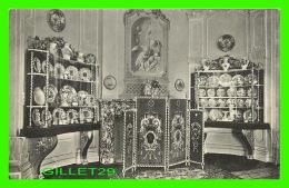 THE HAGUE, PAYS-BAS - PORCELAINES ET FAIENCES DANS LA SALLE À MANGER - A. J. M. STEINMETZ - - Den Haag ('s-Gravenhage)