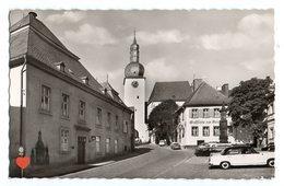 36489-ZE-ALLEMAGNE-Luftkurort Arnsberg/Westf.--Rathaus,Glockenfurm Und Brunnen-----------voitures - Arnsberg