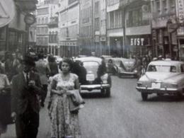 London En 1948  La Circulation Voitures Automobile Marcheurs Dans La Rue Photographie Photos Photo Originale Lieu UK - Cars