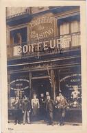 """CARTE-PHOTO """"COIFFEUR Du CASINO""""-Emile-Gros Plan Animé-BELLE VITRINE-Ecrite-Cachet DIEPPE- - Autres"""