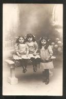 BELLE CARTE PHOTO - Photographie E. MALAVAS, ALAIS -- Jeanne, Marguerite Et Lucy Fontagne, Noel 1913 - ENFANT- FILLETTES - Identifizierten Personen