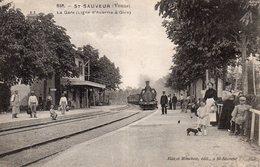 ST SAUVEUR 89 Intérieur De La Gare LIGNE AUXERRE-GIEN. MACHINE VAPEUR Employés Et Personnages - Stations With Trains