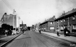 CPSM Dentelée - SAINT-ANDRé (59) - Aspect De La Rue De Lambersart Dans Les Années 50 - France