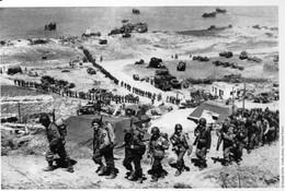 Militaria WW2  -  Photo De Presse - Omaha Beach - Les Renforts Montent En Ligne - 1939-45
