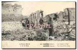 CPA Suippes Les Ruines Du Village Militaria - France