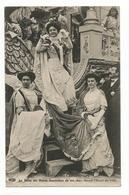 PARIS. MI-CAREME 1919. La Reine Des Reines Descendant De Son Char Devant L'Hotel De Ville - Non Classés