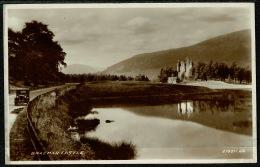 RB 1204 - Real Photo Postcard - Car On Road & Braemar Castle - Aberdeenshire Scotland - Aberdeenshire
