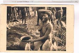 CPA 9X14  OUBANGUI CHARI FEMME BOUBOU DEVANT L URNE FUNERAIRE DU MARI - Oeganda