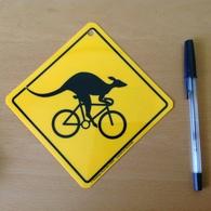 PLAQUE PLASTIQUE Kangourou - Advertising (Porcelain) Signs