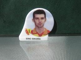 Fève Footballeur Eric Sikora Série Foot équipe De Lens Année 98 - Fèves - Rare T Sport - Sports