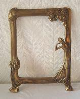 Superbe Cadre Photo Art Nouveau En Bronze - Femme à L'Oreille Tendue - Ferronnerie