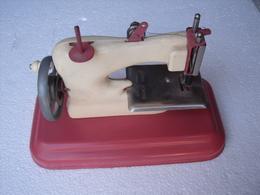 JOUET = UNE MACHINE A COUDRE - Toy Memorabilia