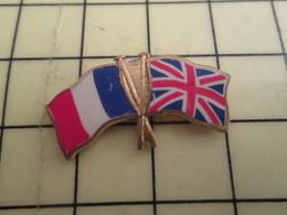113a Pin's Pins / Beau Et Rare : Thème AUTRES / PAYS DRAPEAUX FRANCE ANGLETERRE - Pin's