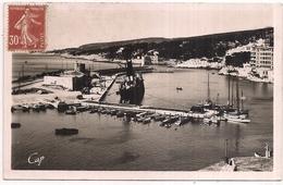 Cassis , Le Port Et La Côte Des Calanques - Cassis