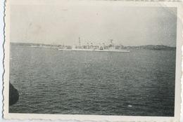 Bateau Militaire Au Large - Schiffe