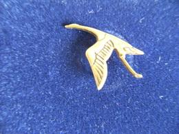 Pin's Mascotte Bouchon De Radiateur Automobile Cigogne HISPANO SUIZA,laiton Massif. - Altri