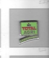 Pin's  Marque  Carburant  TOTAL  AGRI  Lubrifiants  Signé  ARCANE - Non Classés