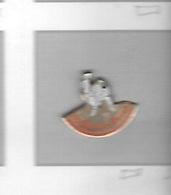 Pin's  Ville,  Sport  JUDO, KARATE  Etc...  DOJO  CATESIEN  à  59360 Le Cateau-Cambrésis - Judo