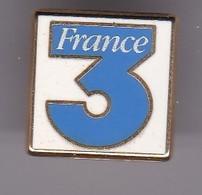Pin's  FRANCE 3 SIGNE ARTHUS BERTRAND - Medias