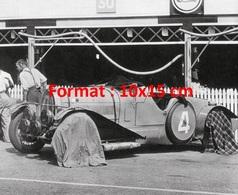 Reproduction D'une Photographie Ancienne D'une Bugatti Type 44 Avec Les Roues Couvertes De Draps - Reproductions