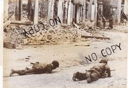 PHOTO ORIGINALE DES SERVICES AMÉRICAINS LA LIBÉRATION 27 JUILLET 1944 SAINT LO PROGRESSION DIFFICILE DES SOLDATS U.S - Krieg, Militär