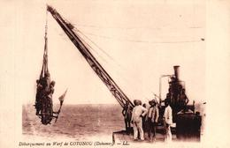 DEBARQUEMENT AU WARF DE COTONOU - DAHOMEY - Dahomey