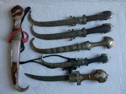 Lot 6 Couteaux Maghreb Moyen Orient Celui En Onix Ne S'ouvre Pas? 32 à 42 Cm. - Armes Blanches