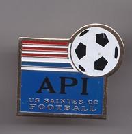 Pin's API US Saintes CC Football En Charente Maritime Dpt 17   Réf 6971 - Football