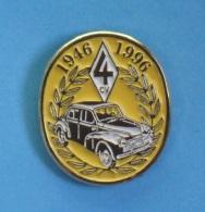 1 PIN'S  //  ** RENAULT 4 CV / 50 ANS DE LA 4CV ** 1946 / 1996 ** - Renault