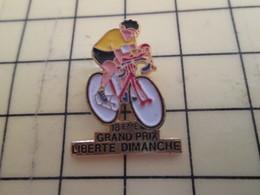 313h Pin's Pins / Beau Et Rare : Thème SPORTS / CYCLISME VELO ROUE 18e GRAND PRIX LIBERTE DIMANCHE JOURNAL PRESSE - Cycling
