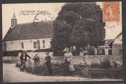 28 - FAVIERES - L'Eglise Vue De La Place - Frankreich