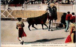 CORRIDA - Courses De Taureaux - Picador Arretant Le Taureau - Corrida