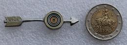 Pin's Tir à L'Arc . Archery  . FTAQ . Superbe En 3 D . Très épais - Archery
