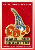 """SUPER PIN'S ROLLERS : PARIS Dur ROULETTES Avec Visuel Humoristique """"TOUR EIFFEL Signé AB Publiman, 2,9X2,1cm - Badges"""