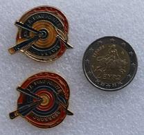2 Pin's Tir à L'Arc . Archery  . La Fine Pointe Brossard Couleurs Différentes - Archery